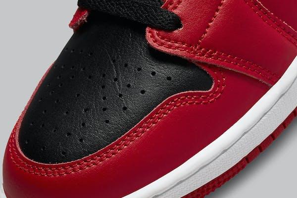 Air Jordan 1 Mid Reverse Bred Foto 8