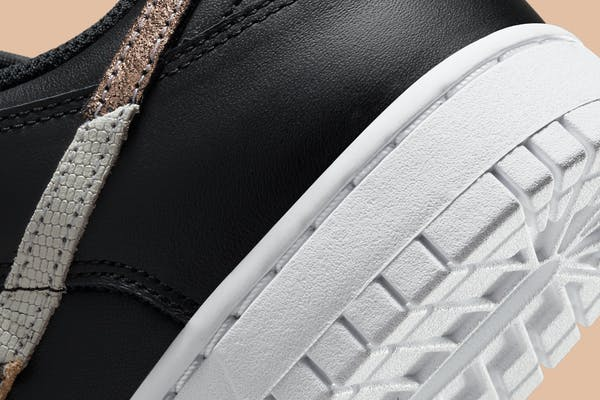 Nike Dunk Low SE Black Animal Swoosh Foto 8