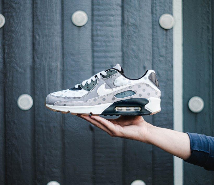 Check deze brute Nike Air Max 90 Grey Polka Dot