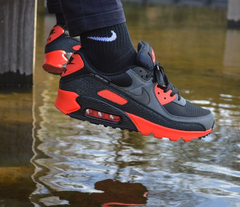 "De rebelse Nike Air Max 90 ""Kiss My Airs"""