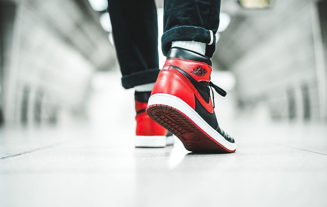Sneaker abc waar staat bred voor black red