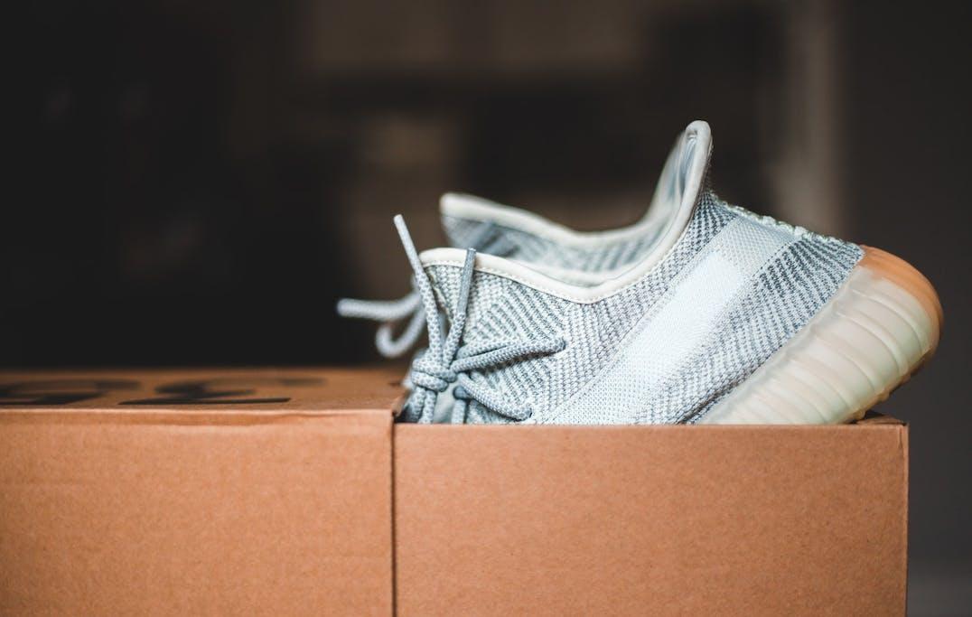 Sneaker abc waar staat nib voor new in box